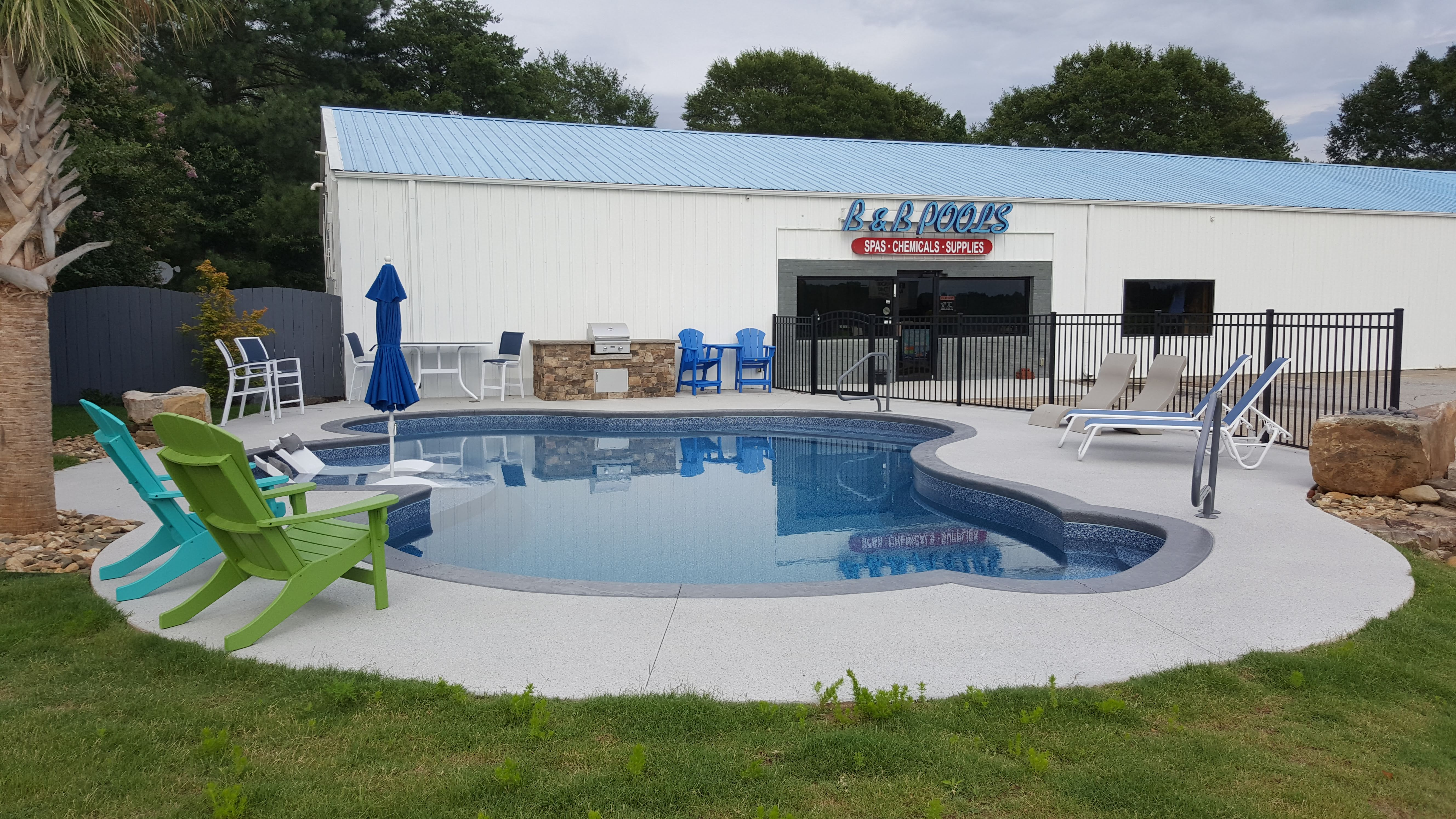 Since 1982 jerry bowers started building pools in the upstate of south carolina for the states largest pool builder building residential in ground vinyl